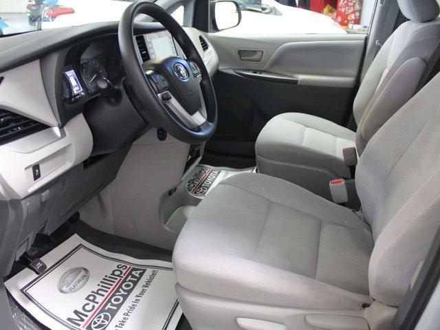 2019 Toyota Sienna 7-Passenger (Stk: S011490) in Winnipeg - Image 7 of 26