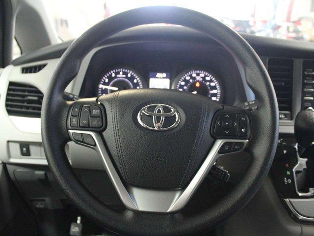 2019 Toyota Sienna 7-Passenger (Stk: S011490) in Winnipeg - Image 11 of 26