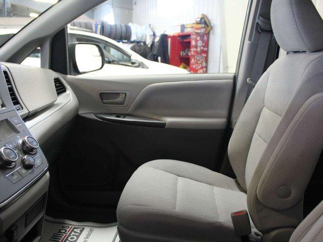 2019 Toyota Sienna 7-Passenger (Stk: S011490) in Winnipeg - Image 22 of 26