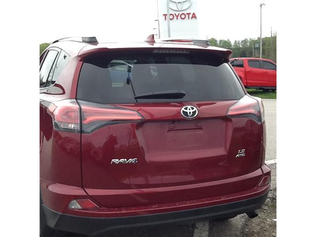 2018 Toyota RAV4 LE (Stk: ) in Owen Sound - Image 3 of 4