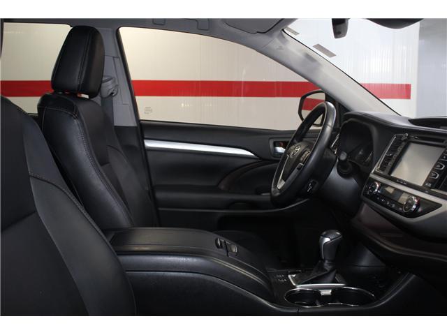 2017 Toyota Highlander XLE (Stk: 298240S) in Markham - Image 17 of 27