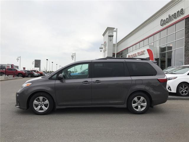 2019 Toyota Sienna LE 8-Passenger (Stk: 2860) in Cochrane - Image 2 of 15