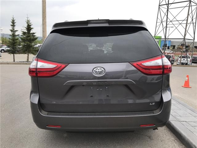 2019 Toyota Sienna LE 8-Passenger (Stk: 2860) in Cochrane - Image 4 of 15