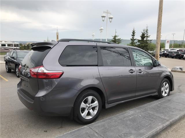 2019 Toyota Sienna LE 8-Passenger (Stk: 2860) in Cochrane - Image 5 of 15