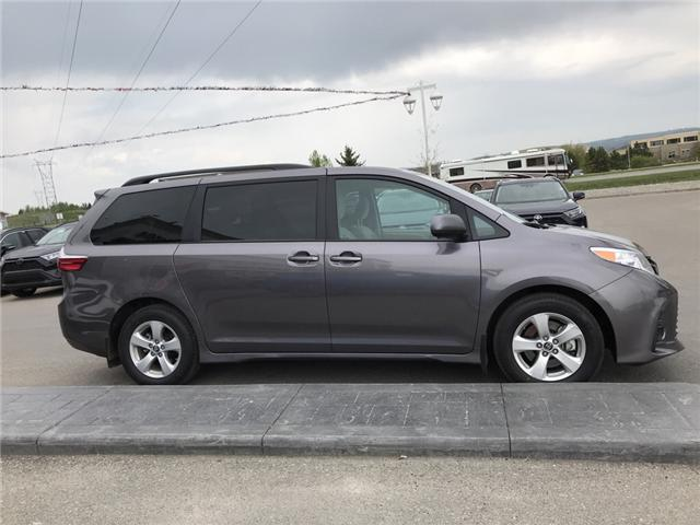 2019 Toyota Sienna LE 8-Passenger (Stk: 2860) in Cochrane - Image 6 of 15