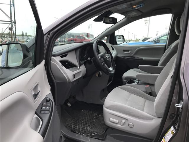 2019 Toyota Sienna LE 8-Passenger (Stk: 2860) in Cochrane - Image 11 of 15
