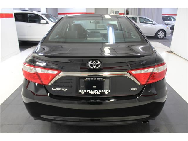 2016 Toyota Camry SE (Stk: 298335S) in Markham - Image 20 of 24