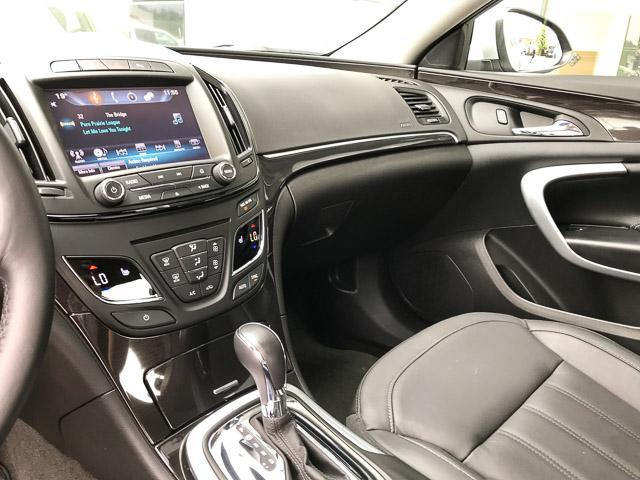 2016 Buick Regal Premium I (Stk: 9K12101) in North Vancouver - Image 10 of 28