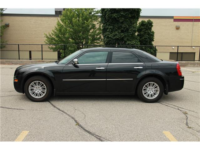 2010 Chrysler 300 Touring (Stk: 1905226) in Waterloo - Image 2 of 13