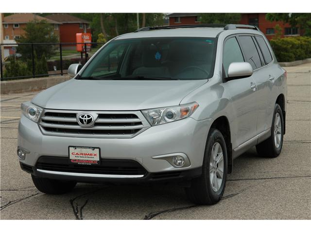 2012 Toyota Highlander V6 (Stk: 1904182) in Waterloo - Image 1 of 28