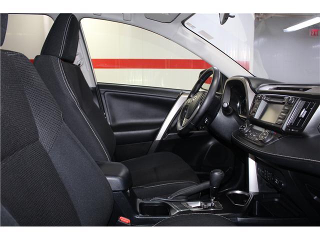 2016 Toyota RAV4 Hybrid XLE (Stk: 298417S) in Markham - Image 17 of 25