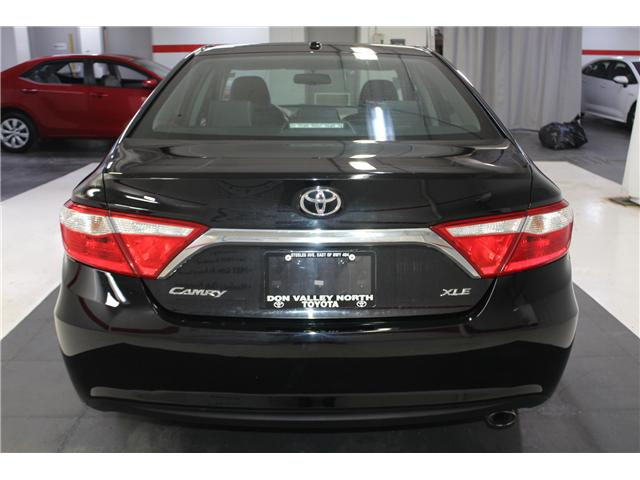 2016 Toyota Camry XLE (Stk: 298332S) in Markham - Image 22 of 26