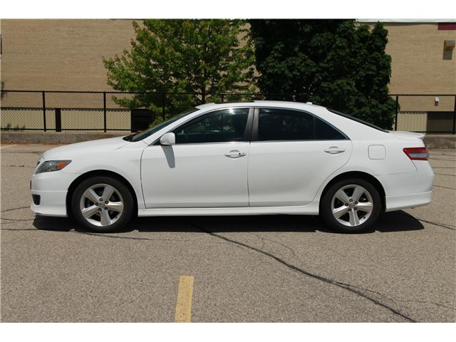 2011 Toyota Camry SE V6 (Stk: 1905229) in Waterloo - Image 2 of 26