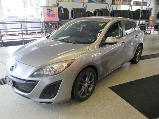 2011 Mazda Mazda3 Sport GX (Stk: 207392) in Gloucester - Image 1 of 9