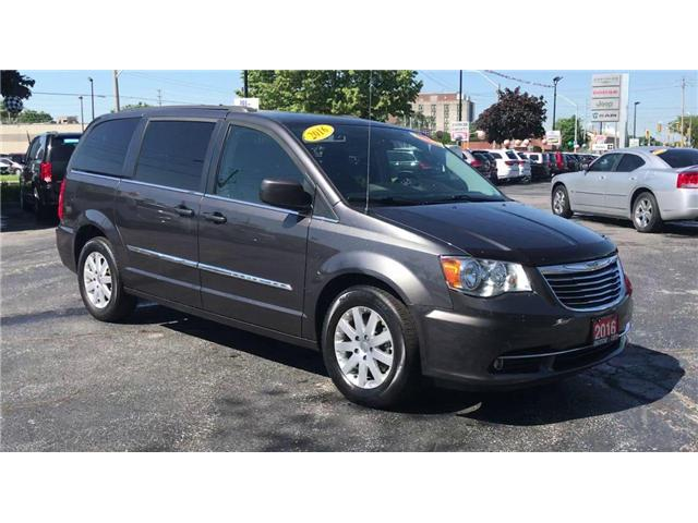 2016 Chrysler Town & Country Touring (Stk: 19276A) in Windsor - Image 2 of 12