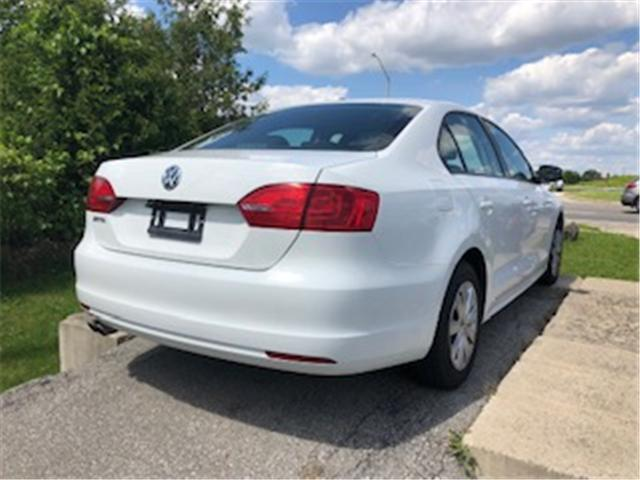 2014 Volkswagen Jetta 2.0L Trendline+ (Stk: 310429) in Burlington - Image 2 of 3