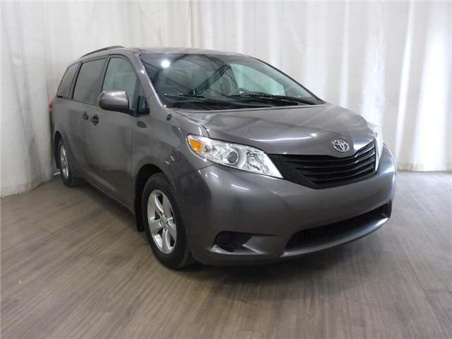 2013 Toyota Sienna LE V6 7 Passenger Auto Access Seat (Stk: 18081881) in Calgary - Image 1 of 30