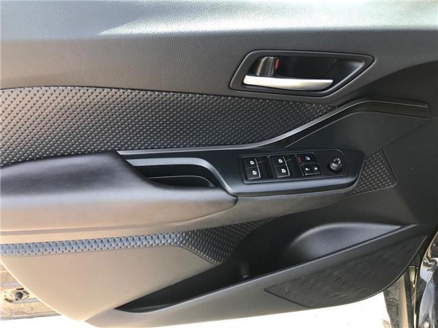 2018 Toyota C-HR XLE (Stk: P0054730) in Cambridge - Image 10 of 13