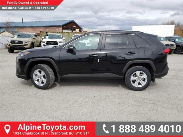 2019 Toyota RAV4 LE (Stk: W039390) in Cranbrook - Image 2 of 17