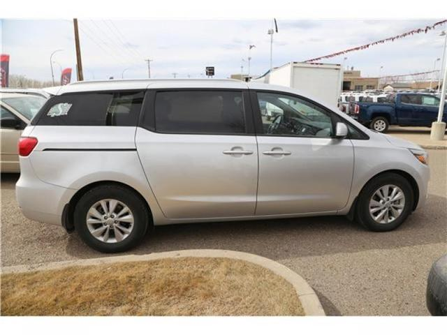 2016 Kia Sedona LX (Stk: 173932) in Medicine Hat - Image 9 of 29