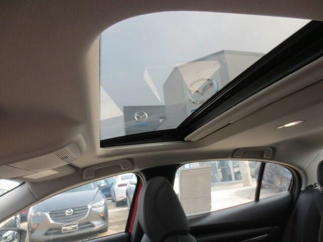 2019 Mazda Mazda3 GT (Stk: M19120) in Steinbach - Image 12 of 35