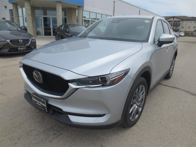 2019 Mazda CX-5 Signature (Stk: M19038) in Steinbach - Image 1 of 22