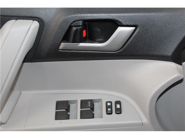 2012 Toyota Highlander V6 (Stk: 298525S) in Markham - Image 6 of 25