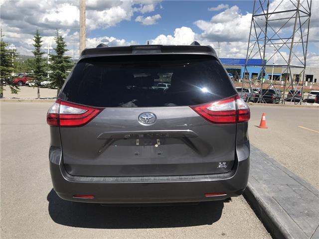 2019 Toyota Sienna LE 7-Passenger (Stk: 2883) in Cochrane - Image 4 of 15