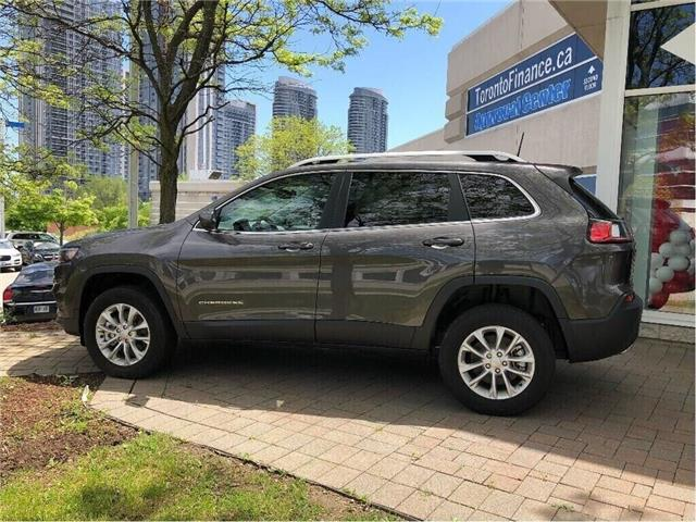 2019 Jeep Cherokee North (Stk: 194002) in Toronto - Image 2 of 18