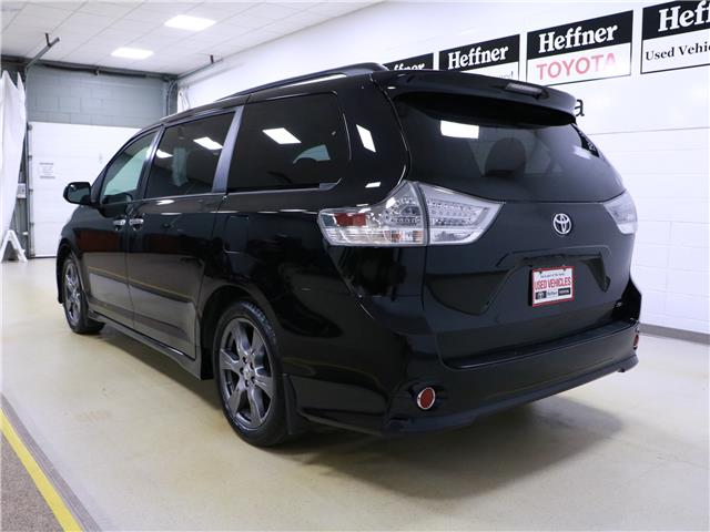 2017 Toyota Sienna SE 8 Passenger (Stk: 195538) in Kitchener - Image 2 of 35