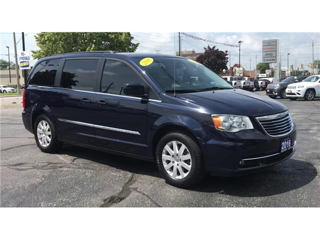 2016 Chrysler Town & Country Touring (Stk: 44822) in Windsor - Image 2 of 13
