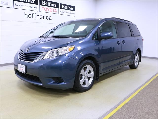 2016 Toyota Sienna LE 8 Passenger (Stk: 195490) in Kitchener - Image 1 of 34