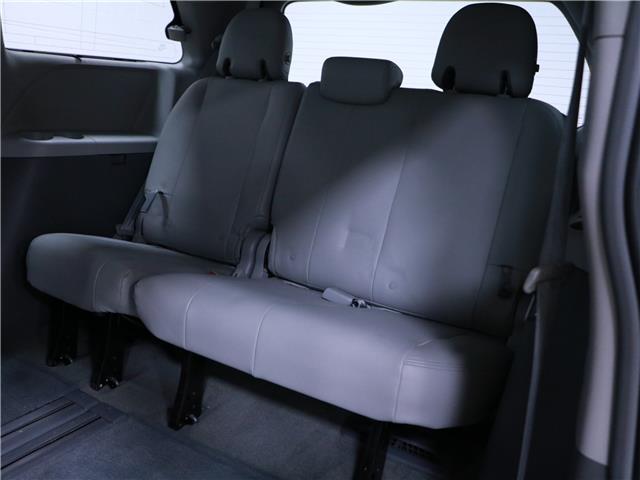 2016 Toyota Sienna LE 8 Passenger (Stk: 195490) in Kitchener - Image 19 of 34