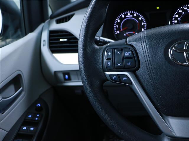 2016 Toyota Sienna LE 8 Passenger (Stk: 195490) in Kitchener - Image 10 of 34