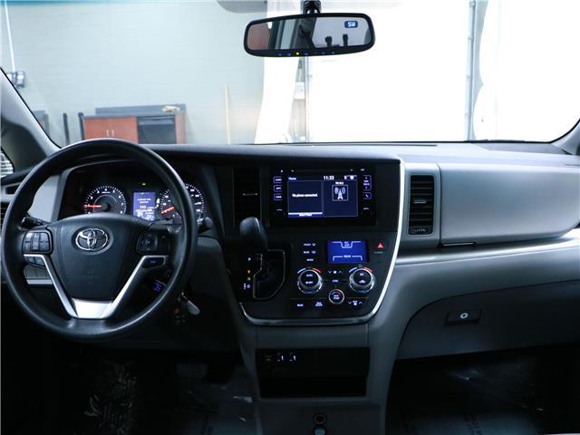 2016 Toyota Sienna LE 8 Passenger (Stk: 195490) in Kitchener - Image 6 of 34