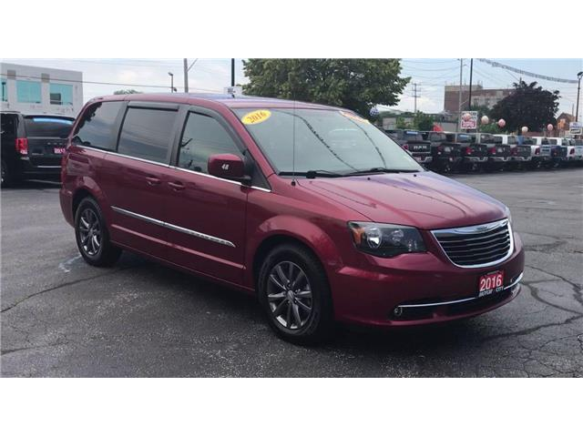 2016 Chrysler Town & Country S (Stk: 19990A) in Windsor - Image 2 of 14