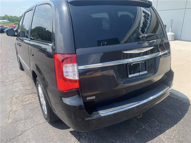 2013 Chrysler Town & Country Touring-L (Stk: 21870) in Pembroke - Image 3 of 12