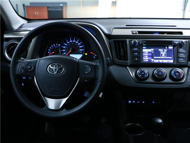 2015 Toyota RAV4 LE (Stk: 195639) in Kitchener - Image 7 of 33