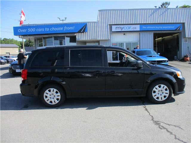 2016 Dodge Grand Caravan SE/SXT (Stk: 190993) in Kingston - Image 2 of 13