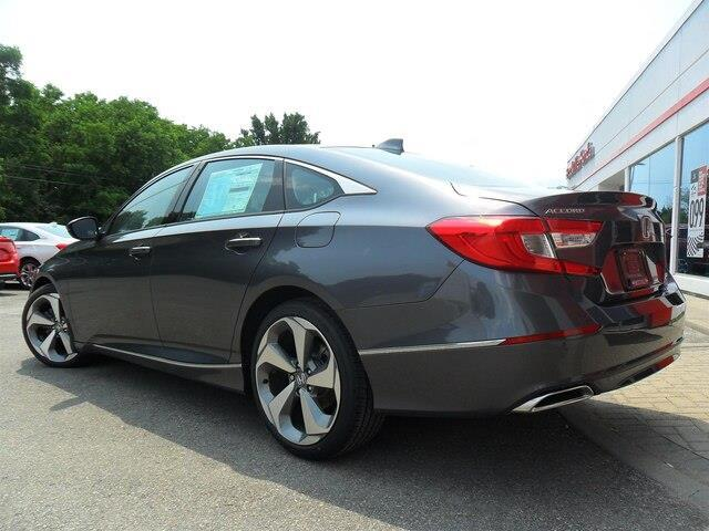 2019 Honda Accord Touring 2.0T (Stk: 10352) in Brockville - Image 6 of 23