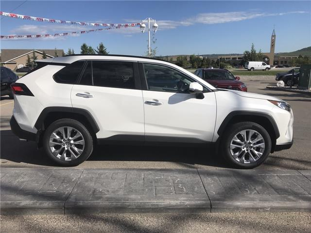 2019 Toyota RAV4 Limited (Stk: 190356) in Cochrane - Image 6 of 14