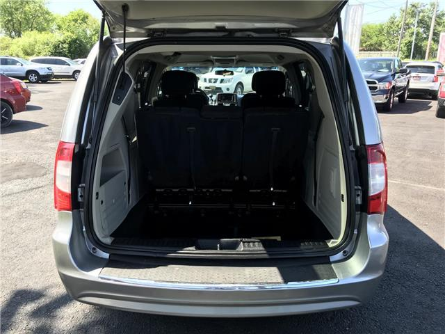 2014 Chrysler Town & Country Touring (Stk: 5322) in London - Image 8 of 28