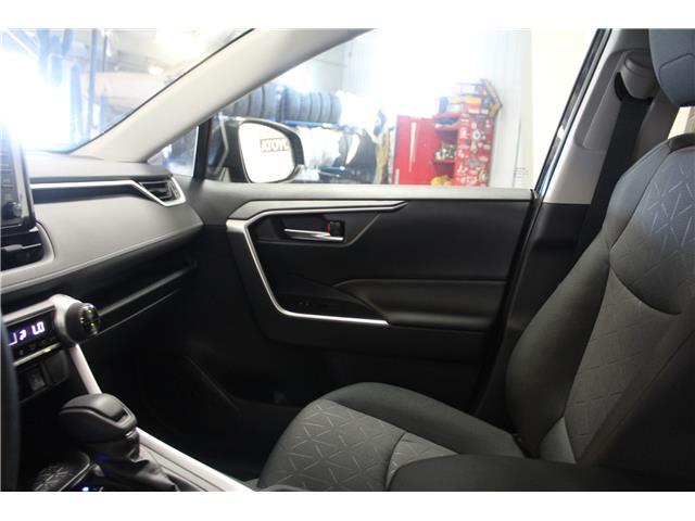 2019 Toyota RAV4 XLE (Stk: C019995) in Winnipeg - Image 20 of 24