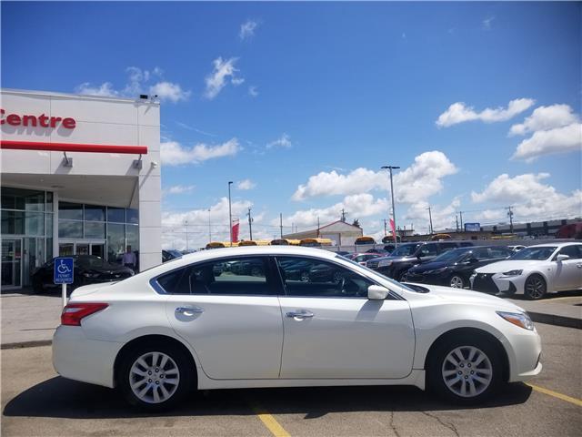 2017 Nissan Altima 2.5 S (Stk: U194250) in Calgary - Image 2 of 24