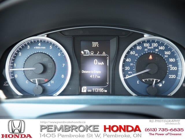 2015 Toyota Camry XLE V6 (Stk: 19225A) in Pembroke - Image 11 of 23
