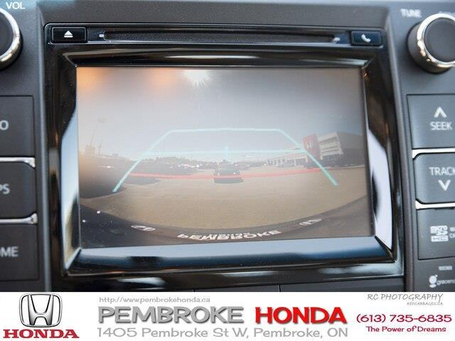 2015 Toyota Camry XLE V6 (Stk: 19225A) in Pembroke - Image 17 of 23