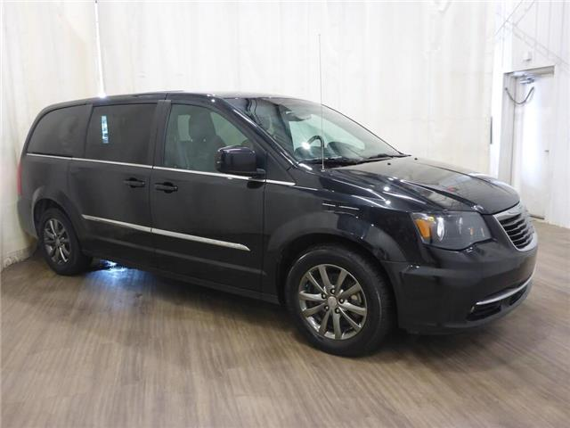 2015 Chrysler Town & Country S (Stk: 190725108) in Calgary - Image 1 of 30