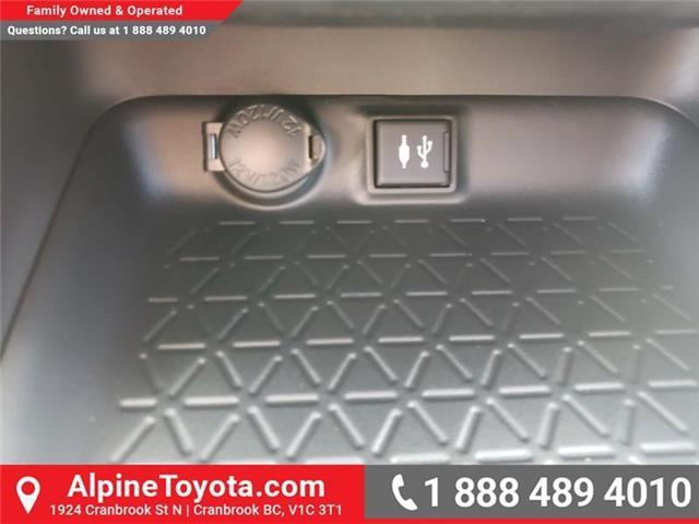 2019 Toyota RAV4 XLE (Stk: W059710) in Cranbrook - Image 16 of 25