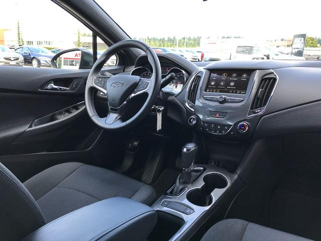 2019 Chevrolet Cruze LT (Stk: 9BL35181) in North Vancouver - Image 4 of 27