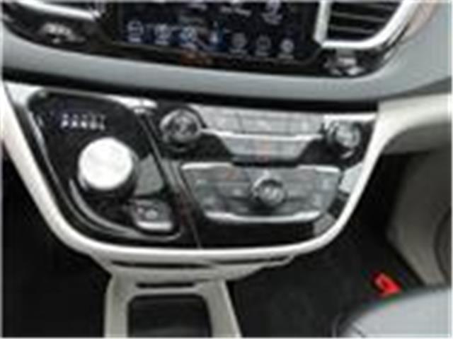 2018 Chrysler Pacifica Touring-L Plus (Stk: 9325) in Okotoks - Image 6 of 40